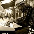 El pianist/Keyboardist near Grand Central, NYC
